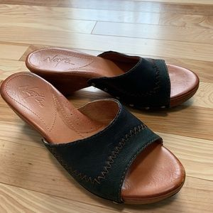Naya Black Leather Wedge Sandals Size 9M
